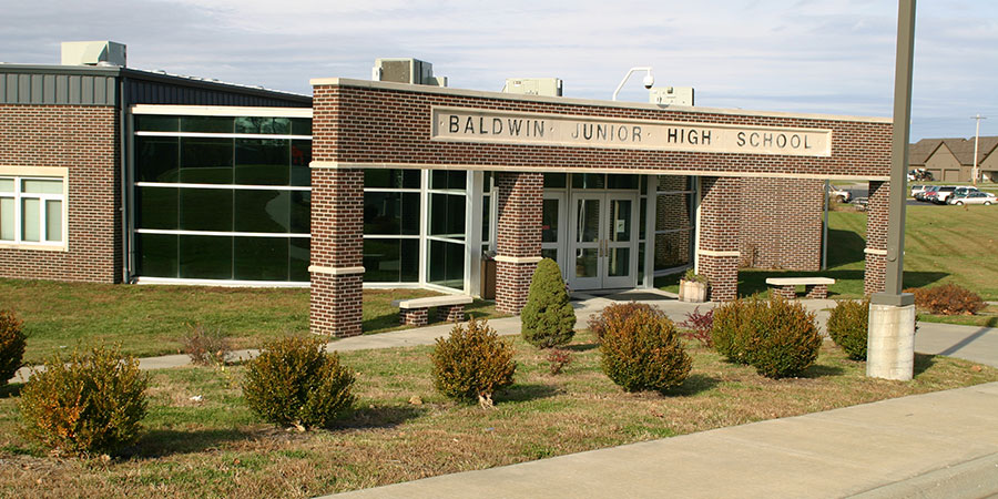 Picture of Baldwin Junior High School front entrance
