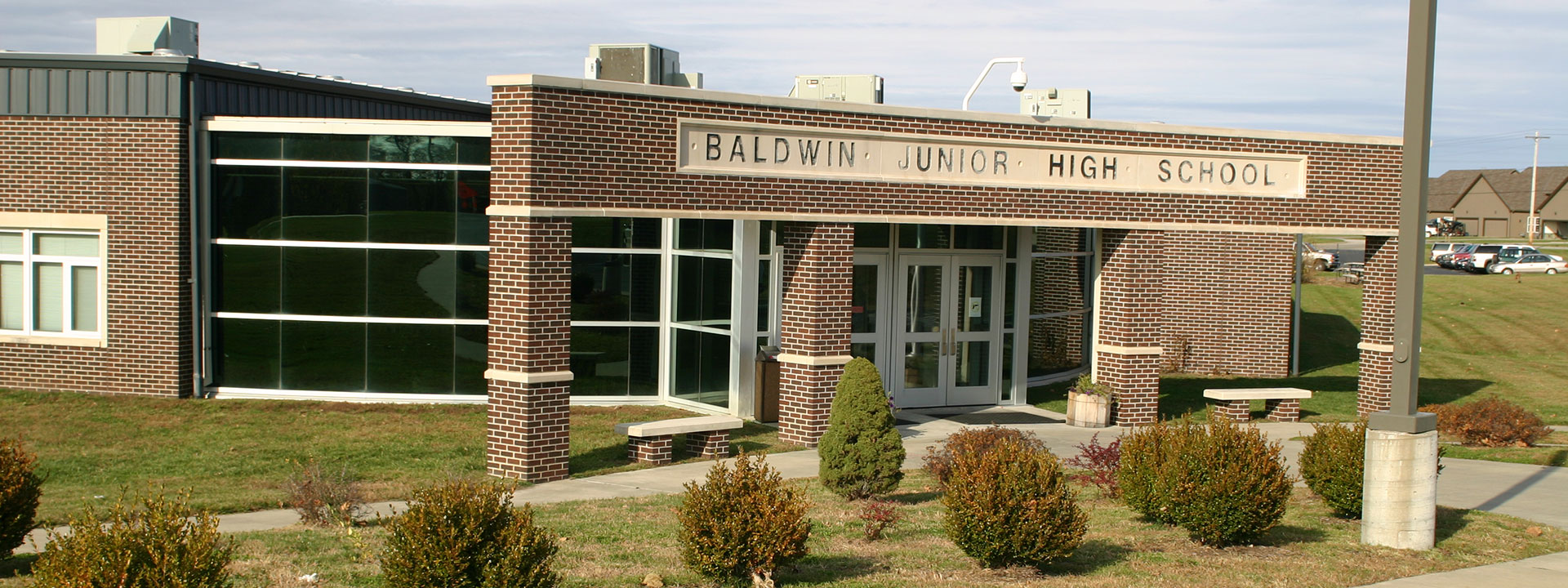 Photo of the Baldwin Junior HIgh School building exterior